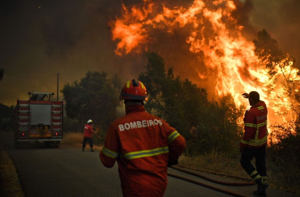 80 Waldbrände wüten derzeit in Portugal. Tausende Einsatzkräfte versuchen, dem Feuer Herr zu werden. Foto: AFP