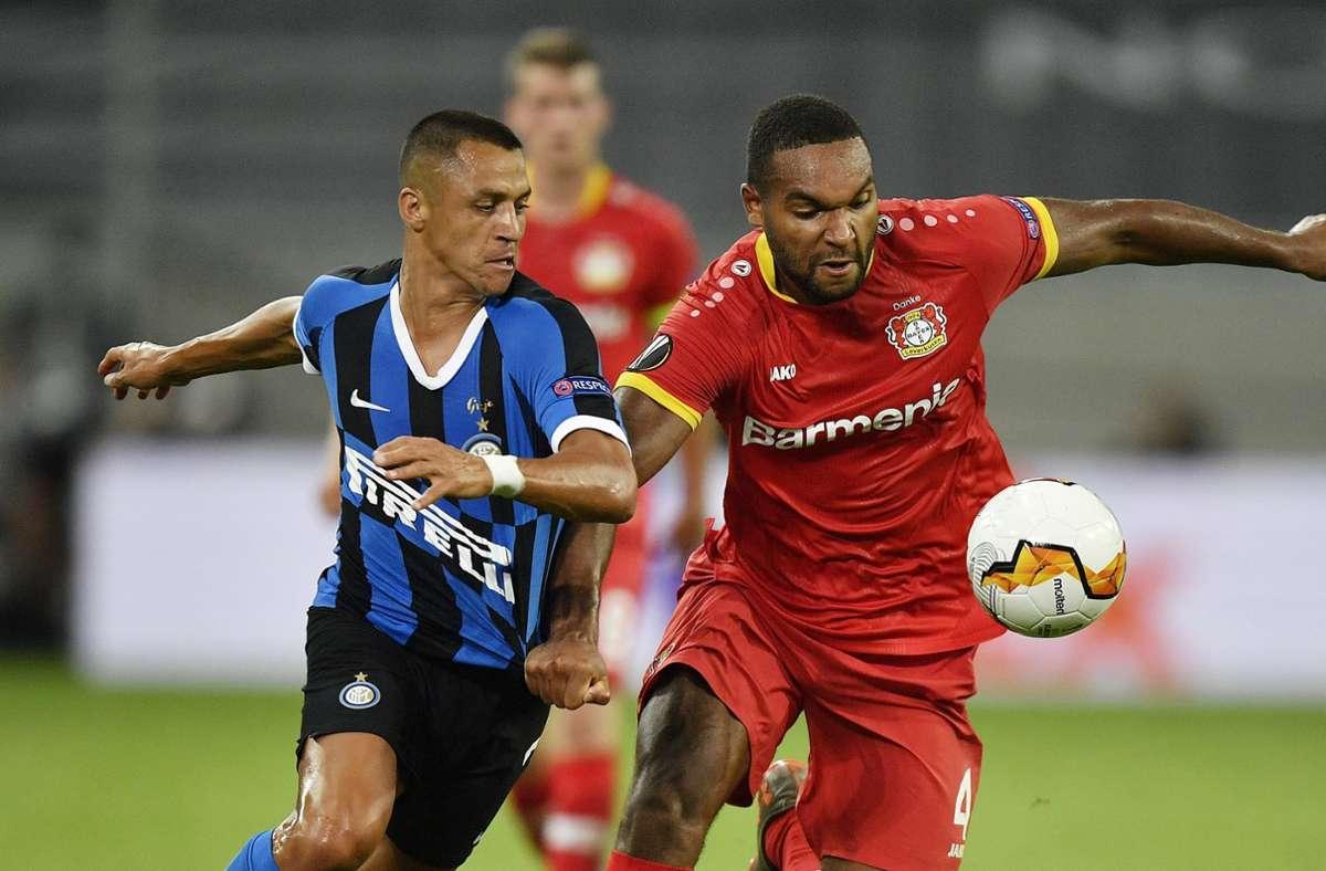 Inters Sanchez (links) gegen Leverkusens Tah Foto: AP/Martin Meissner