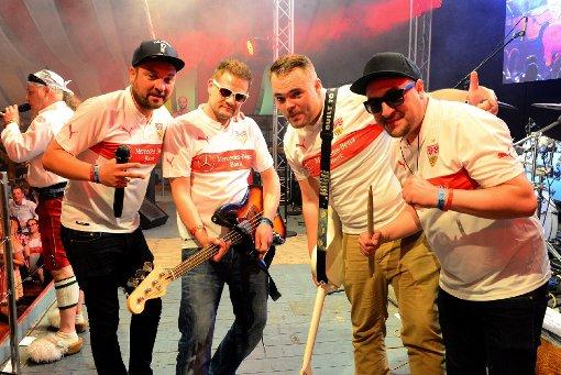 VfB-Fans feiern mit Die Fraktion