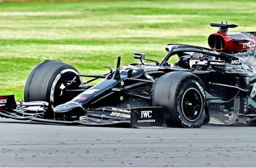 Selbst ein Plattfuß kann Lewis Hamilton nicht stoppen