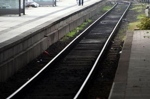 Unbekannte legen Holz auf S-Bahngleise
