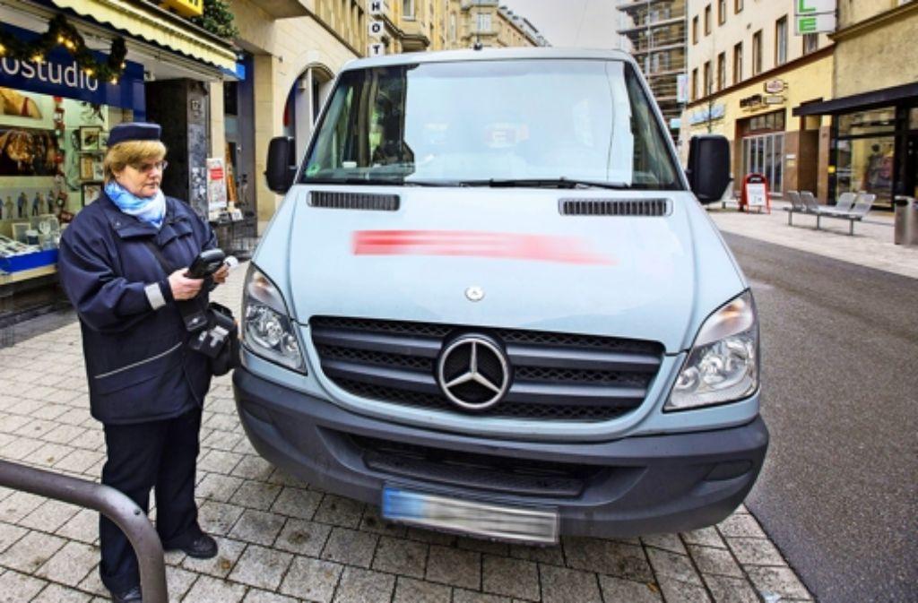 Parken verboten: Doch viele Autofahrer halten sich in der Tübinger Straße nicht daran. Foto: Michael Steinert