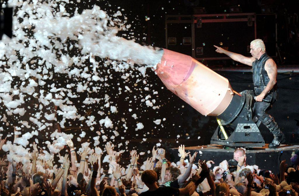 """Rammstein-Frontman Till Lindemann am 1.8.2013 in Wacken (Archivfoto). Bei """"Rock am Ring"""" wird die Band in diesem Jahr nicht mehr auftreten. Foto: dpa"""