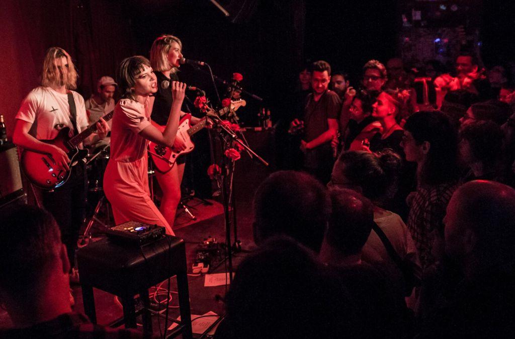 Andreya Casablanca (vorne) und Laura Lee sind Gurr. Live haben sie noch Verstärkung dabei. Foto: Lichtgut/Julian Rettig
