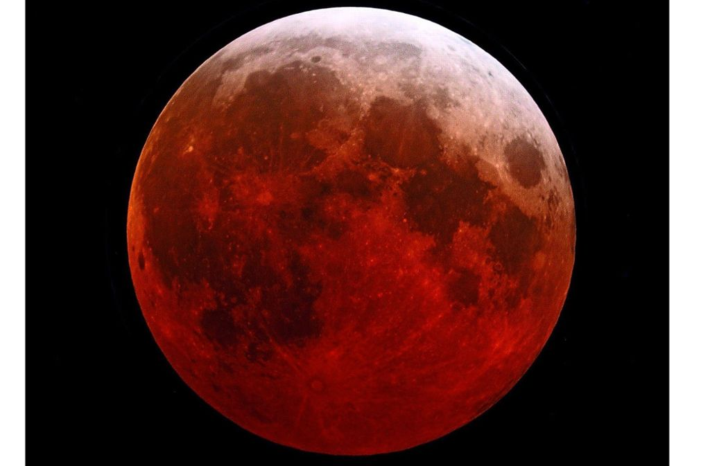 Ein faszinierendes Ereignis: Am Montag färbt der Mond sich rot Foto: Gottfried Reimann