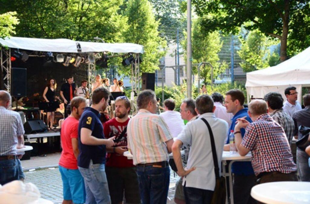Das Bohnenviertelfest lockt noch bis Samstag bei traumhaftem Sommerwetter unzählige Besucher in die historische Stuttgarter Altstadt - wir haben uns ins Getümmel gestürzt und zeigen Impressionen dieses traditionsreichen Straßenfests.    Foto: FRIEBE|PR/ Sven Friebe