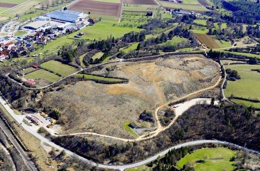 Im Süden der Malmsheimer Deponie (im Bild recht) bleibt eine Steinwand frei, Foto: Landratsamt