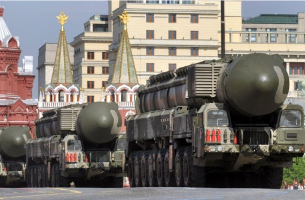 Im Mai 2010 präsentierte das russische Militär seine Interkontinentalraketen vom Typ Topol-M auf dem Roten Platz in Moskau. Eine solche Rakete schoss das russische Militär am Dienstagabend zu Testzwecken ab. Foto: AFP