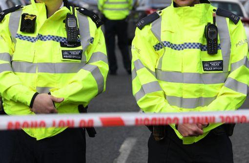 Mann verletzt Polizisten  mit Machete schwer