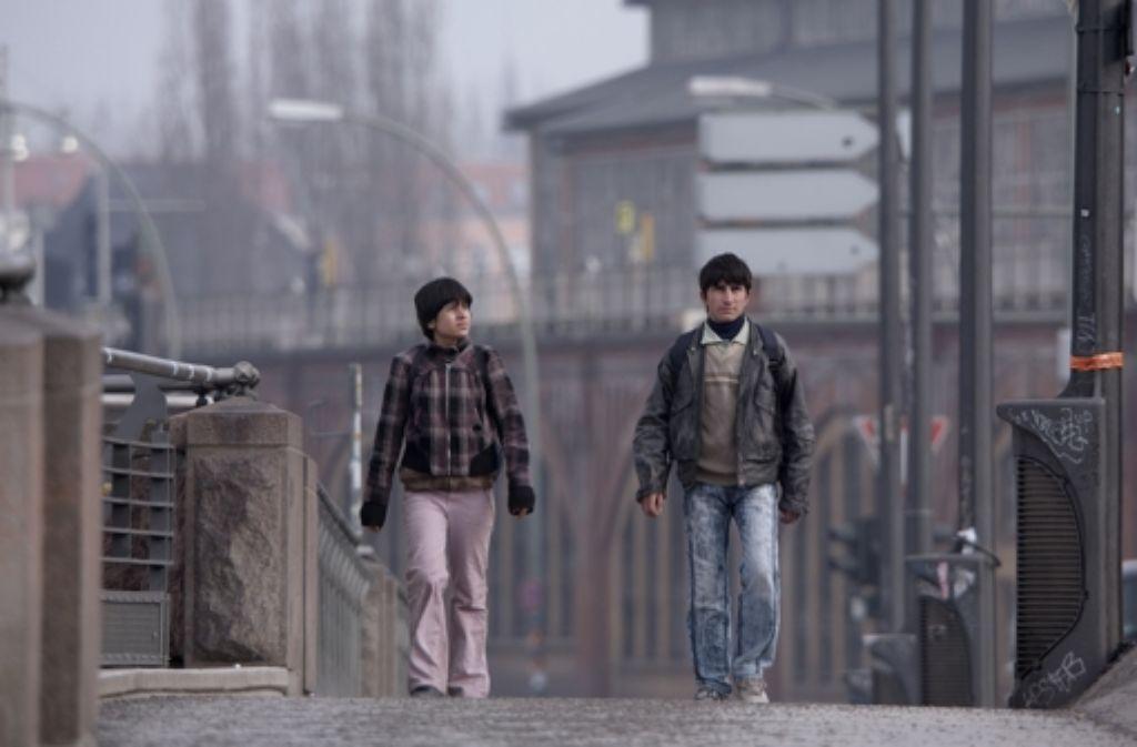 Siyar (Taher Abdullah Taher, rechts) ist fast noch ein Kind, will aber durch einen Ehrenmord seine Rolle als Familienoberhaupt  ausfüllen. Foto: