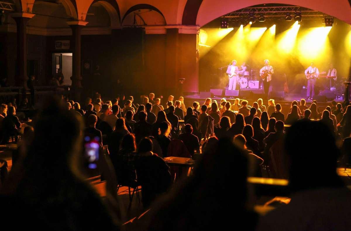 Konzertsituation unter Coronabedingungen – die Branche hofft auf baldige Änderungen. Foto: dpa/Jan Woitas