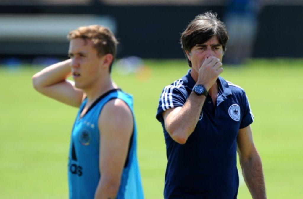 Der Bundestrainer Jogi Löw hat Max Kruse (links) fürs Erste aus der Fußball-Nationalmannschaft verbannt. Zu Recht? Foto: dpa
