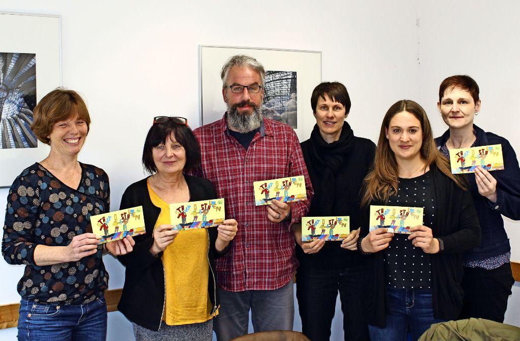 Die Vertreter der beteiligten Institutionen und die Bezirksvorsteherin Evelyn Weis (rechts) freuen sich auf die Kunstaktion. Foto: Jacqueline Fritsch