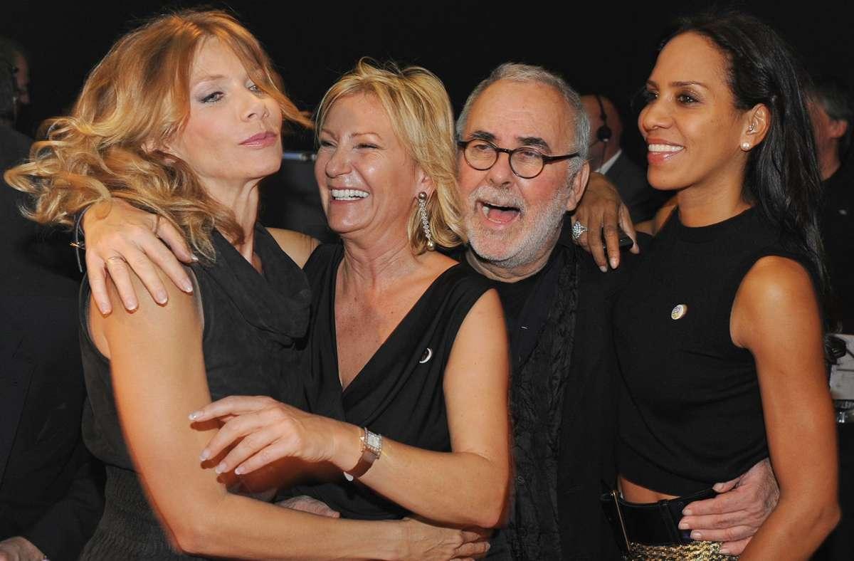 Udo Walz im Jahr 2009 mit Ursula Karven,  Sabine Christiansen und Barbara Becker (von links) Foto: dpa/Jens Kalaene