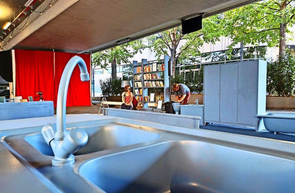 Die Gruppe Adapter hat unter der Brücke eine 39-Qudratmeter-Wohnung eingerichtet. Foto: Kathrin Wesely