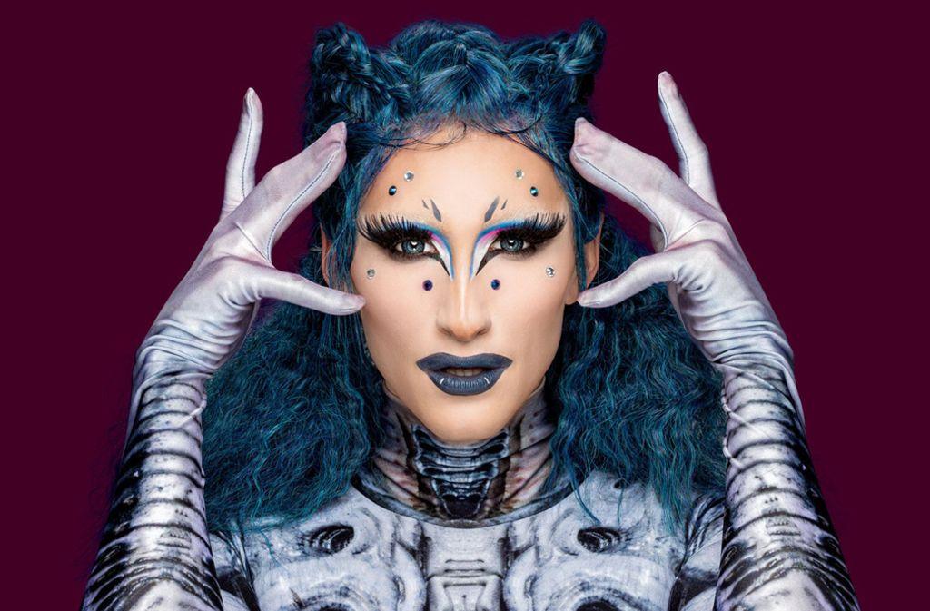 Vava Vilde kommt von einem anderen Planeten. Im zweiten Bild sehen Sie die Queen ohne Make-up. Foto Foto: ProSieben/Boris Breuer