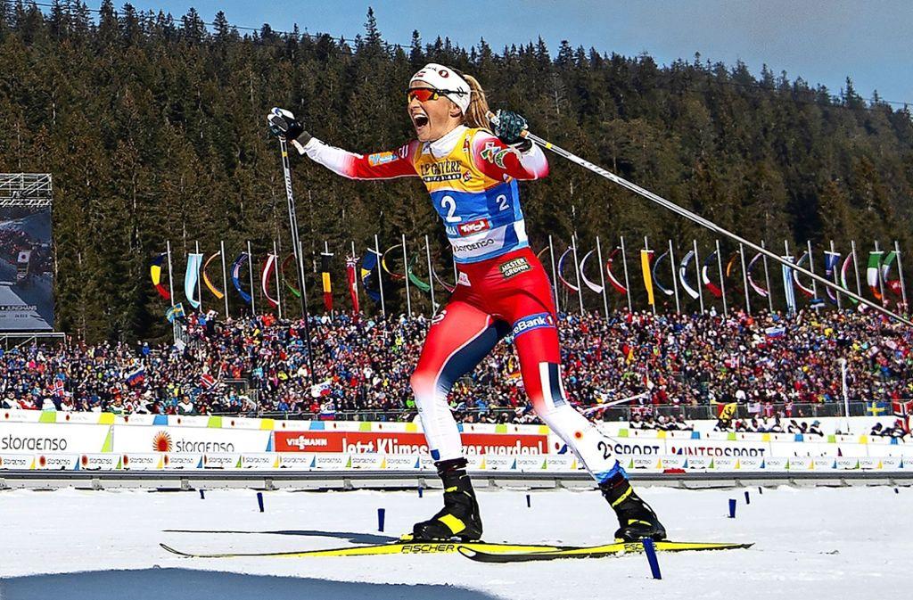 Therese Johaug gewinnt in Seefeld ganz überlegen den Skiathlon – und will mehr. Foto: Getty
