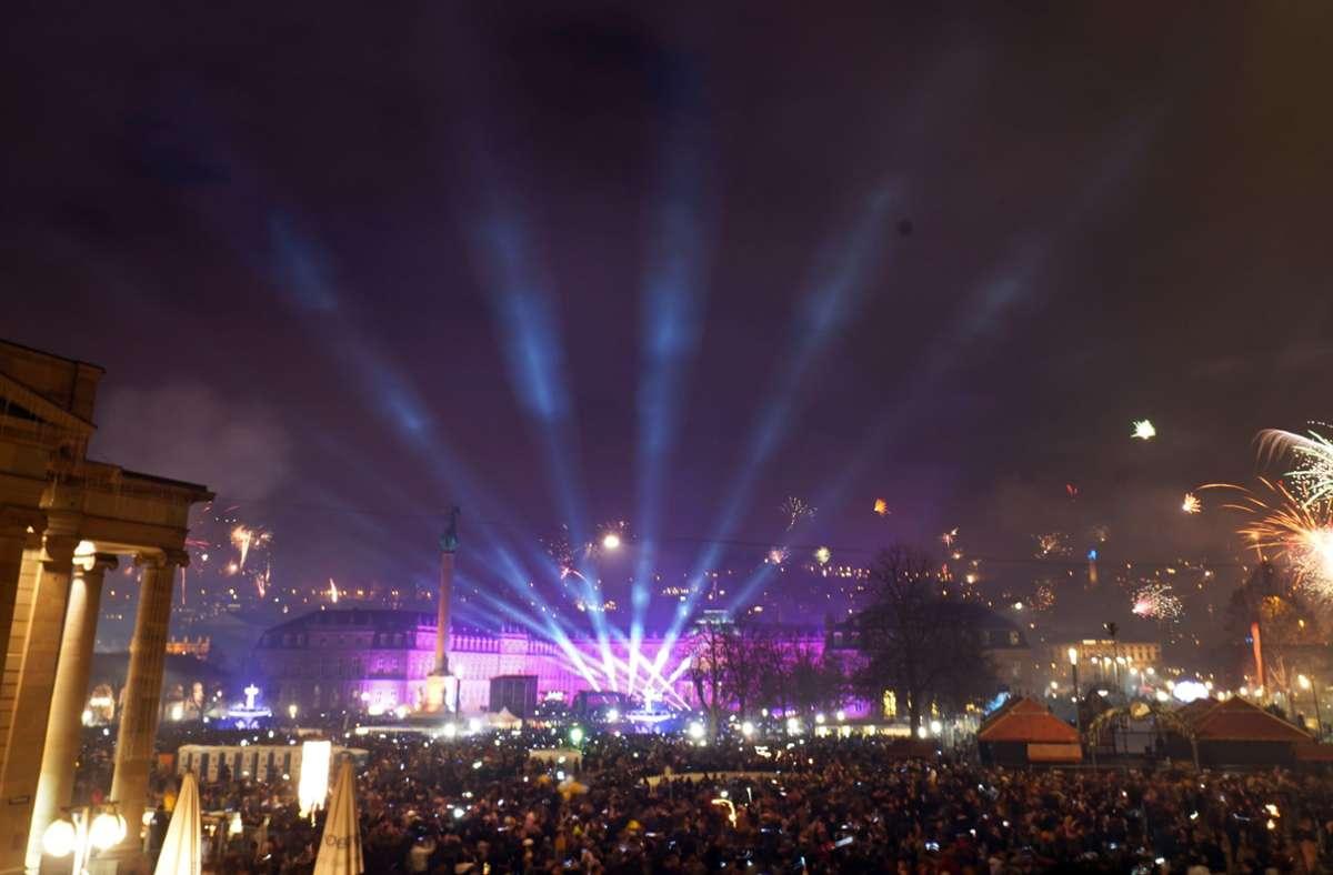 Weder Lasershow noch Feuerwerk: Am Schlossplatz sind keine Böller und keine Menschenmassen erwünscht. Foto: Andreas Rosar// Fotoagentur Stuttgart