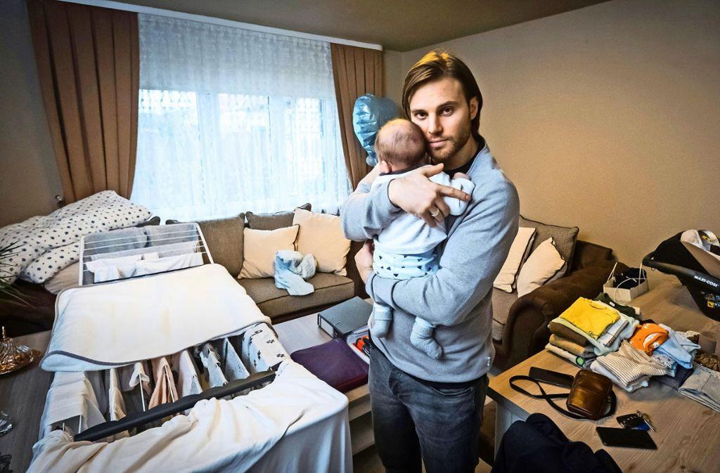 Dagistan Acar sucht für sich und seine Familie händeringend eine Wohnung. Foto: Lichtgut/Achim Zweygarth