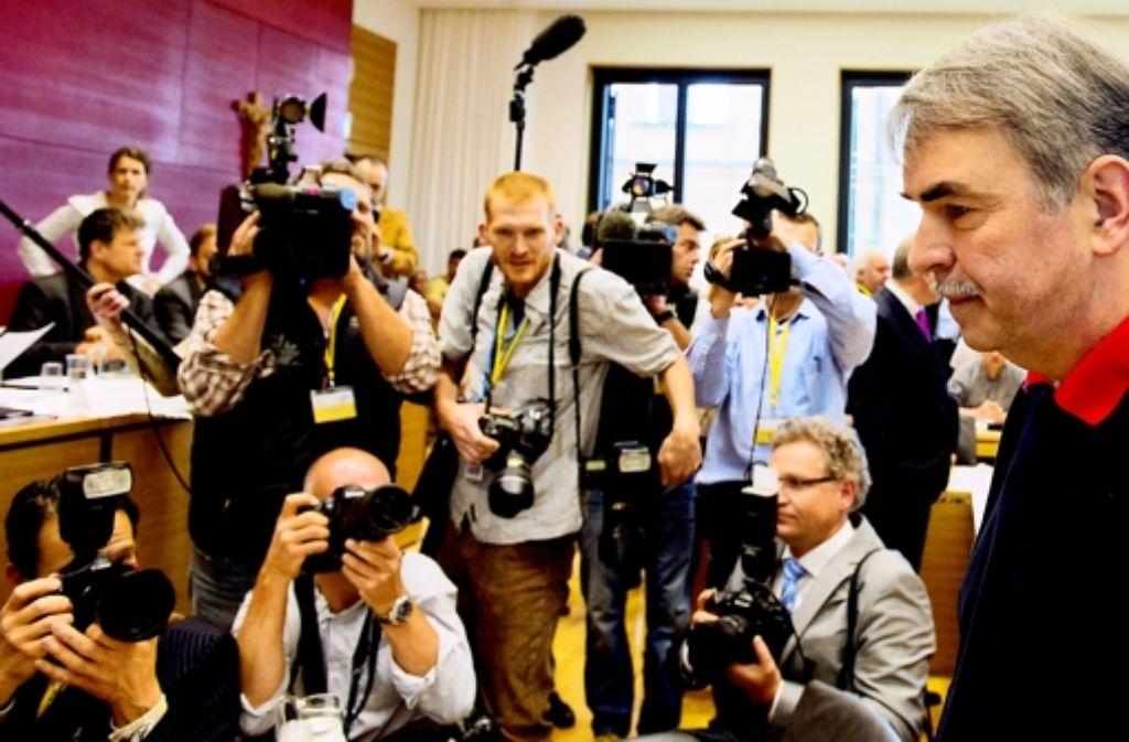 Durch Medienberichte hat Gustl Mollath (hier vor dem Mollath-Untersuchungsausschuss im Bayerischen Landtag) eine Chance auf Wiederaufnahme erhalten. Foto: