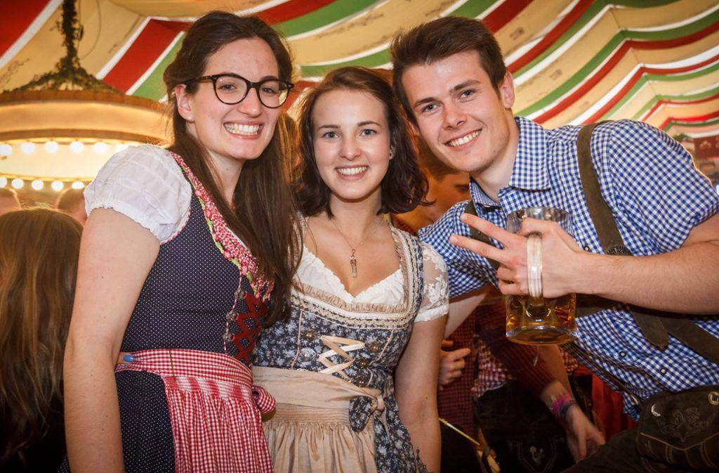 """Beste Feierlaune auf dem Cannstatter Wasen – bei der """"Night of the Students"""" im Zelt des Wasenwirts. Foto: 7aktuell.de"""