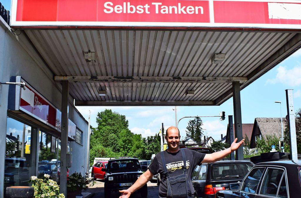 """Oliver Strebe schafft hier seit mehr als 20 Jahren, es ist seine """"Tanke"""". Foto:"""