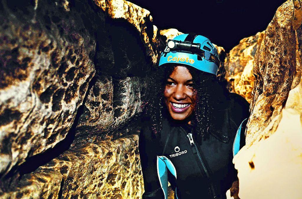 Eine Tour in die  Falkensteiner Höhle gehört zu den aufregenden Outdoor-Erlebnissen. Foto: Tobias Jansen