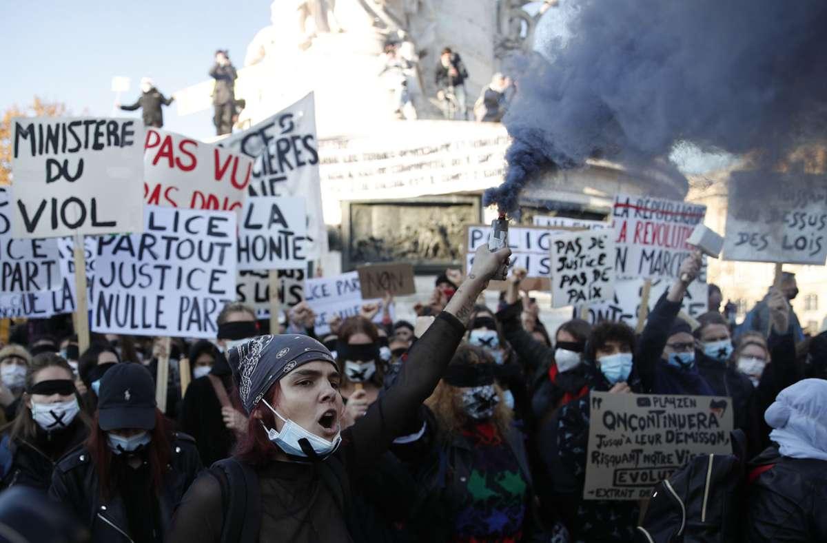 In Frankreich wurde gegen ein neues Sicherheitsgesetz demonstriert. Die Proteste endeten am Abend in Randale. Foto: dpa/Francois Mori
