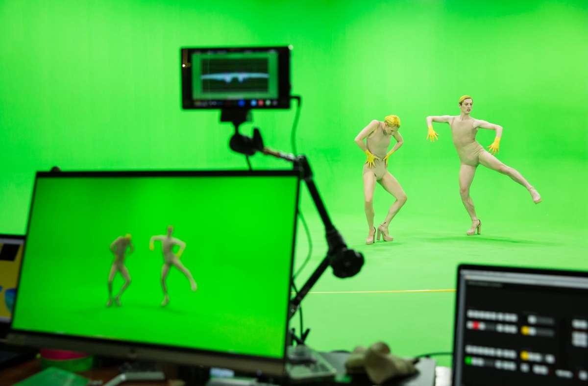 """Auf der virtuellen Bühne finden die neuen Uraufführungen von Gauthier Dance statt:  Die Talente von """"Meet the Talents"""" kann sich jede per App aufs Handy laden und tanzen lassen, wo sie will. Unsere Bildergalerie zeigt einige Vorschläge. Foto: Jeanette Bak/GD"""
