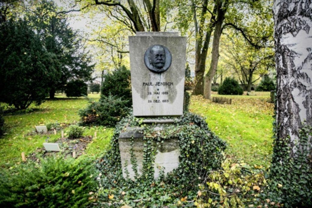Neben dem Industriellen Paul Jenisch liegen die Gräber der Zwangsarbeiter Karlis Bremanis und Ernesto Zants. Foto: Horst Rudel