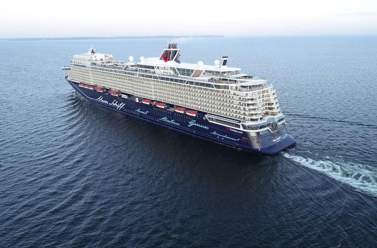 """Die """"Mein Schiff 1"""" fährt wieder ins Blaue. Der deutsche Anbieter Tui Cruises wagte als Erster den Neustart nach der Corona-Pause. Foto: Tui Cruises"""