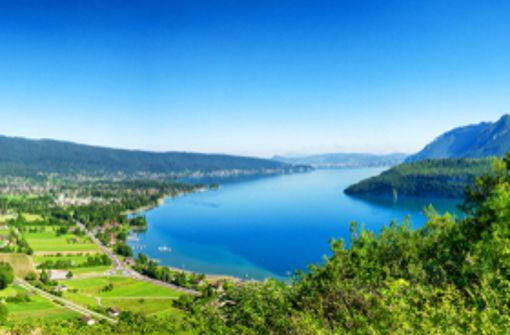 Der See von Annecy liefert ein malerische Kulisse ebenso wie ...