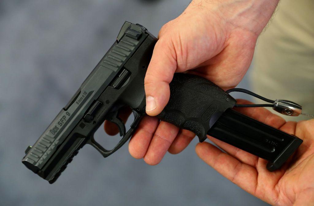 Die Täter hatten Waffen dabei. Foto: Symbolbild/dpa