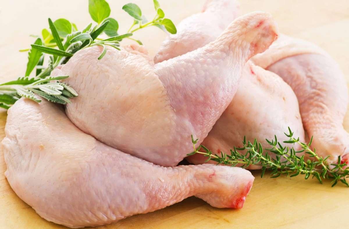 Hähnchen sind  in Deutschland überaus beliebt. In puncto Fleischqualität und Tierhaltung gibt es allerdings große Unterschiede. Foto: imago/Shotshop