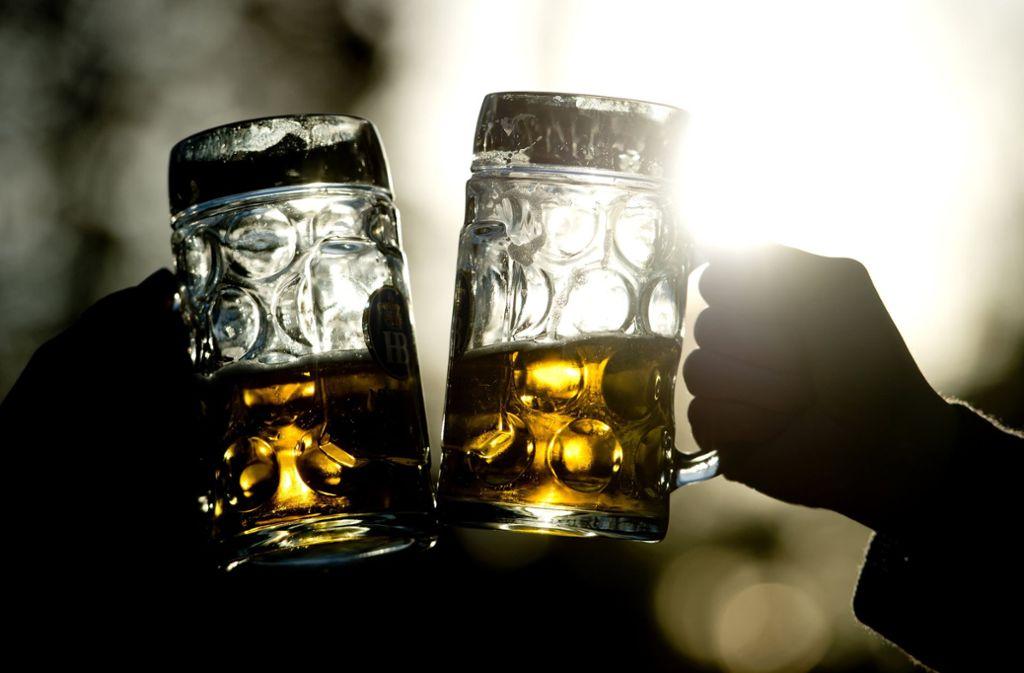 Weil sie zuviel Bier getrunken hatte, fiel eine Zwölfjährige dem Sicherheitsdienst auf dem Oktoberfest auf (Symbolfoto). Foto: dpa