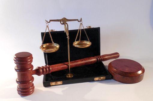 Zeugin nimmt Angeklagten  nachträglich in Schutz