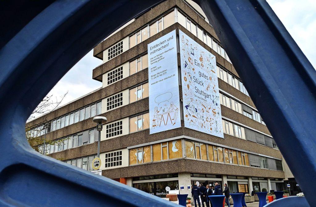 """Der """"IdeenRaum"""" für die Bürgerbeteiligung bei der Weiterentwicklung des Stöckach-Areals befindet sich im Erdgeschoss des sonst leer stehenden Gebäudes Hackstraße 31. Foto: Jürgen Brand"""