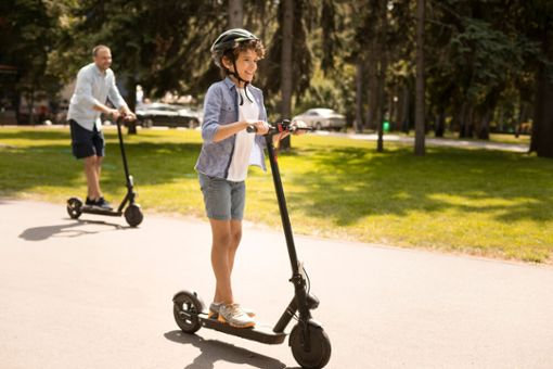 Ab wie vielen Jahren darf man E-Scooter fahren?