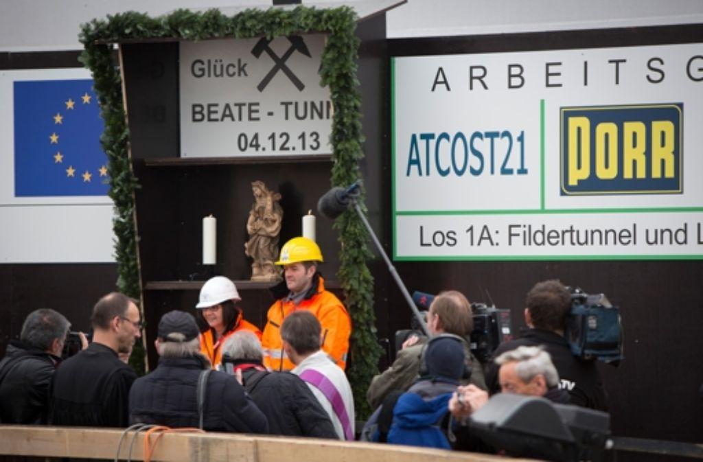 Als das Unternehmen im Dezember 2013 in Wangen einen Zugang zur eigentlichen Tunnelbaustelle in die Tiefe trieb, trat  mehr Grundwasser aus als prognostiziert. Foto: Steinert