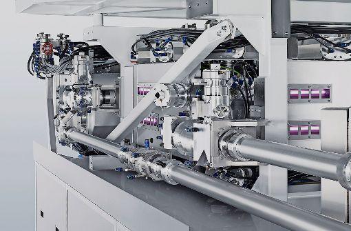Im Amplifier wird der Laserpuls erzeugt. Damit wird ein Zinntropfen beschossen, um Plasma zu erzeugen. Ein Teil der Plasmastrahlung wird für die Chipbelichtung verwendet. Im Bild die Röhren, in denen der Laserpuls verstärkt wird. Foto: Trumpf