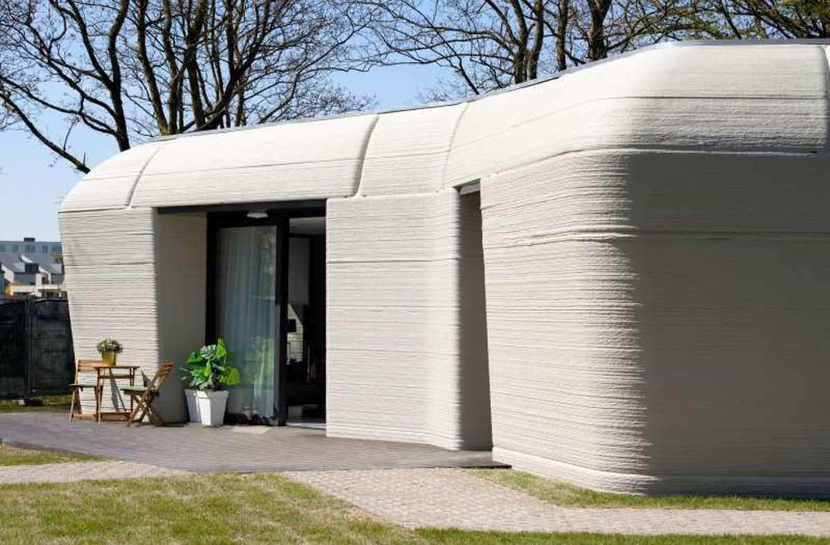 """Das 3D-Haus aus dem Drucker steht in Eindhoven. Weitere Häuser sollen im Projekt """"Milestone"""" folgen. Foto: 3dprintedhouse.nl"""