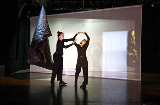 Wie Tänzer, Raum und Licht verbunden werden