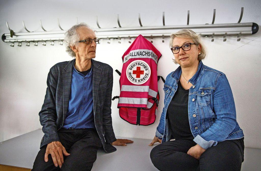 Pfarrer Hans-Christoph Werner und Alexandra Zoller vom Deutschen Roten Kreuz arbeiten in der Notfallnachsorge. Foto: