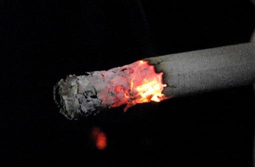 2.9.: Zigarette ins Gesicht gedrückt