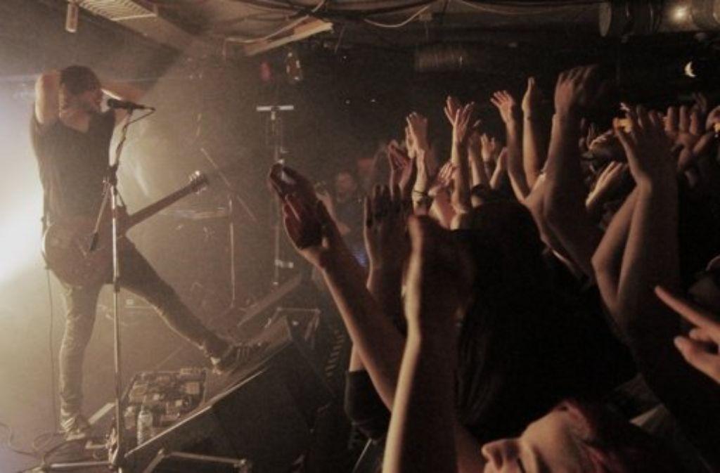 Heisskalt  (hier bei einem Konzert im Stuttgarter Club Universum) sind ein Stuttgarter Pop-Eigengewächs. Wie kann man die örtliche Musikszene besser fördern? Das fragt das Popbüro an drei Diskussionsabenden ab. Foto: Jan Georg Plavec