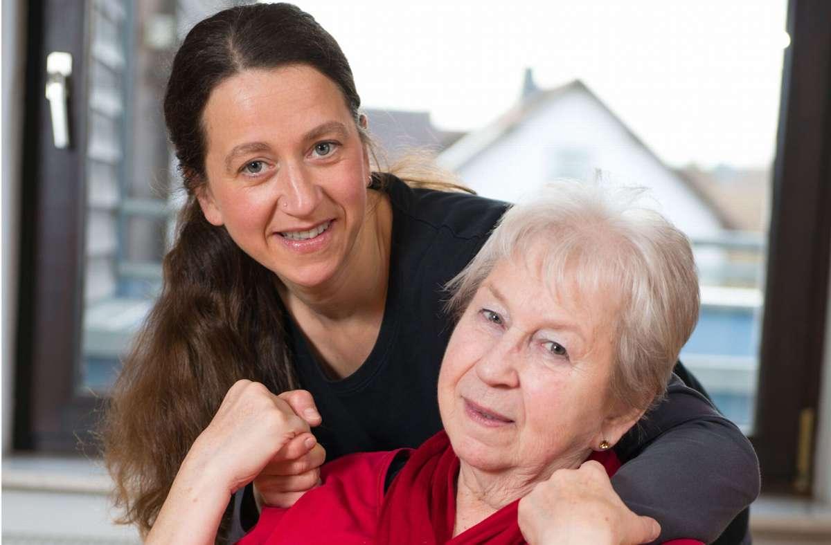 Betreuerinnen aus Osteuropa ermöglichen vielen hilfsbedürftigen Menschen in Deutschland, weiter zu Hause leben zu können. Foto: Adobe Stock