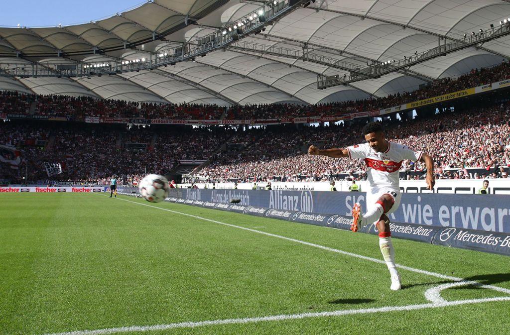 Der VfB Stuttgart hat in dieser Saison viele Probleme: Auch nach ruhenden Bällen will das Runde nicht ins Eckige. Foto: Pressefoto Baumann