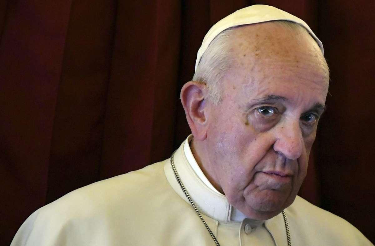 Franziskus hat sich als Papst bisher nicht zu gleichgeschlechtliche Lebenspartnerschaften geäußert. (Archivbild) Foto: dpa/Alberto Pizzoli