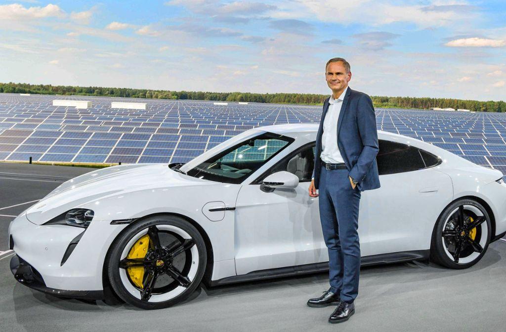 Oliver Blume bei der Präsentation des neuen E-Porsche. Foto: AFP/PATRICK PLEUL