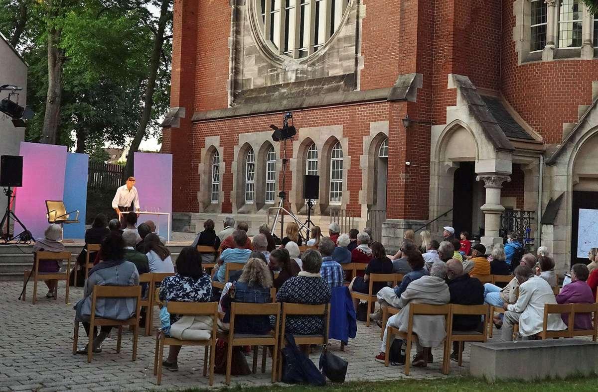 Das gibt es in diesem Jahr wieder vom 3. Juli an: Kultursommer rund um die Lukaskirche in Stuttgart-Ost mit Dein Theater, Theater La Lune und Theater Tredeschin. Foto: /Katja Ritter